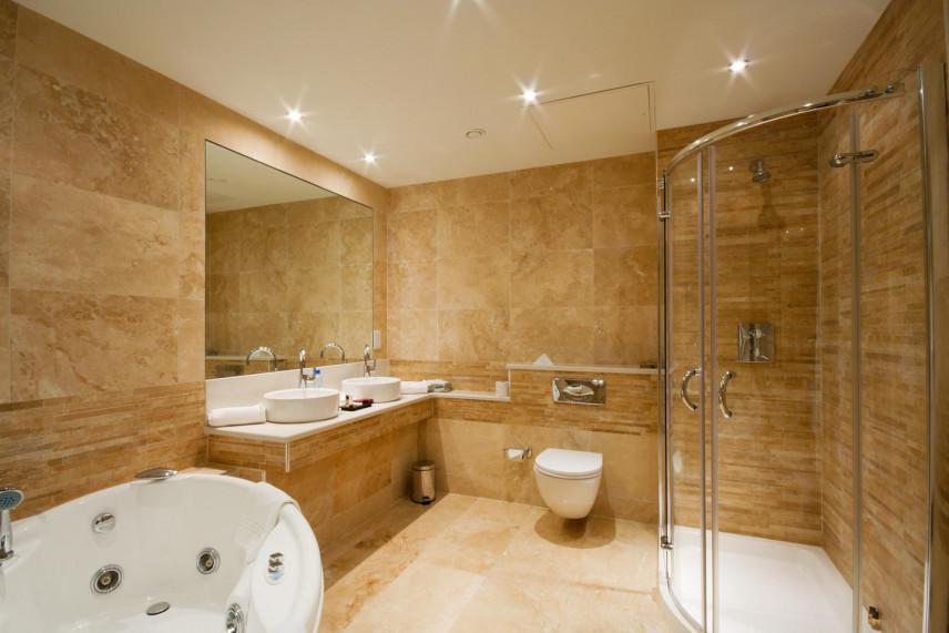 Aranżacja brązowej łazienki