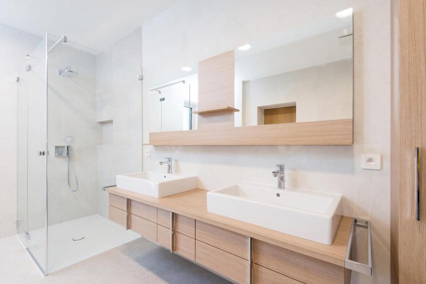 Projekt łazienki z dwoma zlewami