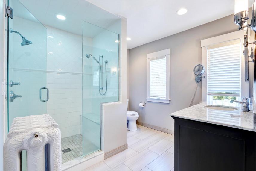 Projekt łazienki z funkcjonalnym prysznicem