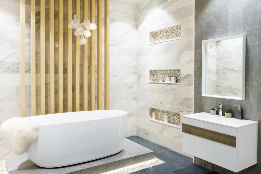 Projekt łazienki z modną aranżacją na ścianie