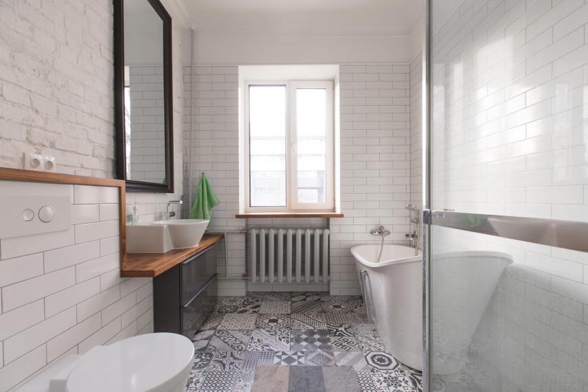 Projekt łazienki ze stylową wanną ceramiczną
