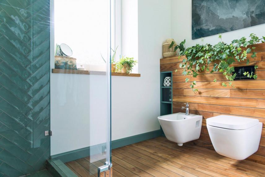 Aranżacja łazienki z żywymi kwiatami