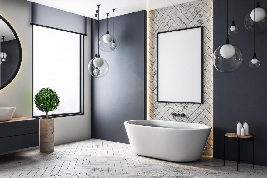 Projekt łazienki z modnymi lampami wiszącymi