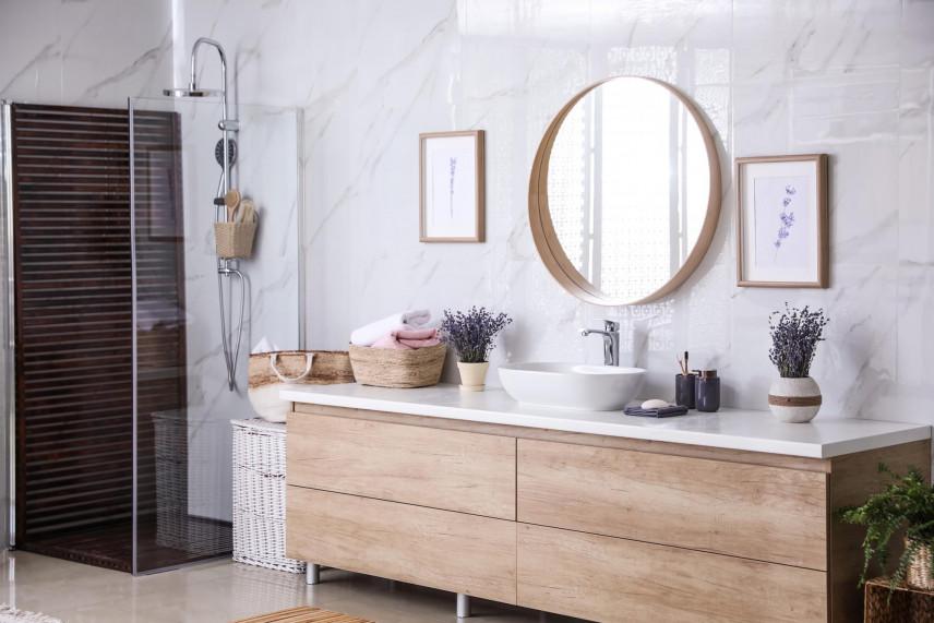 Dębowa szafka pod zlewem w łazience