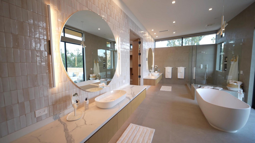 Łazienka z marmurowym blatem