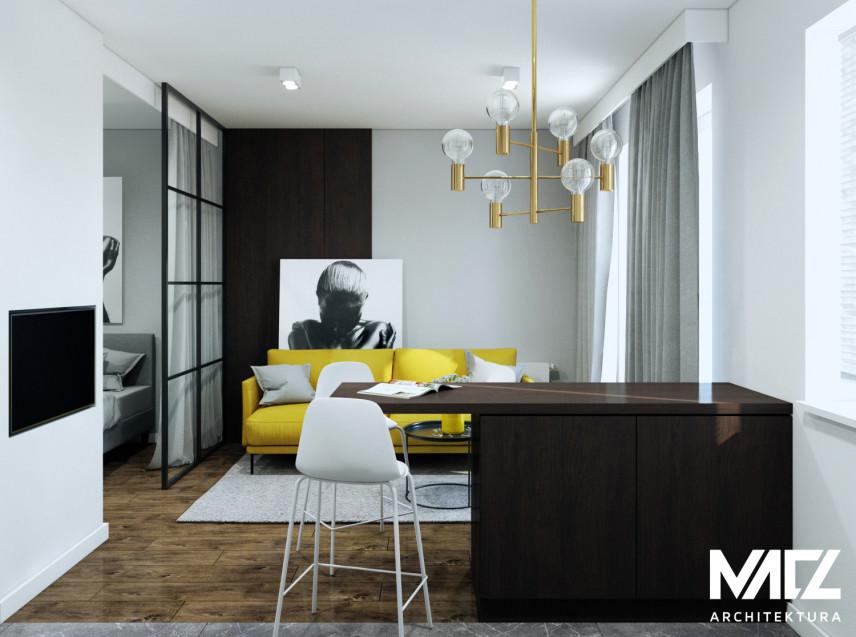 Salon w stylu glamour z żółtą sofą