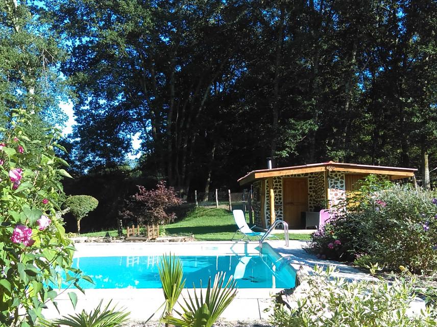 Murowana sauna z basenem