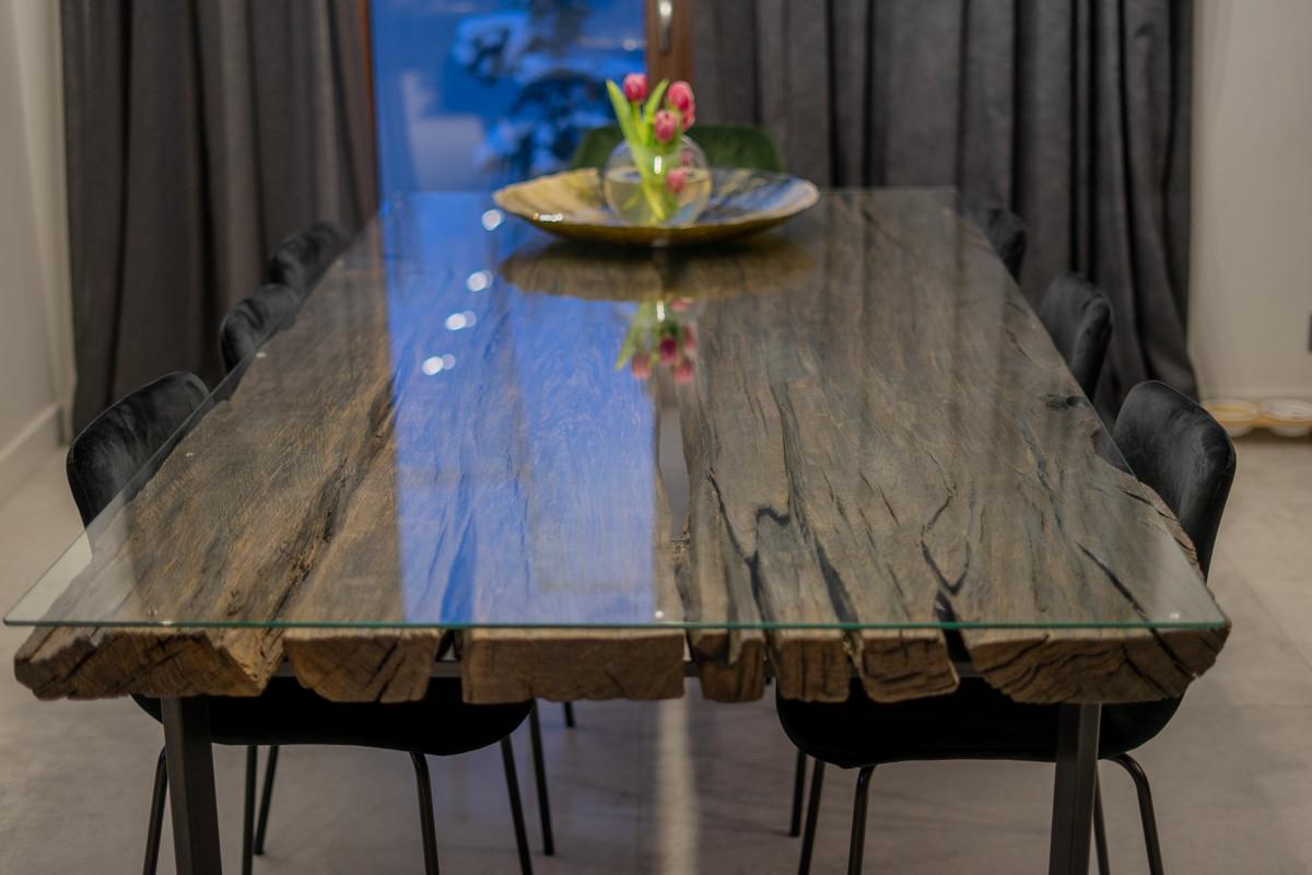 Stół z blatem z czarnego dębu