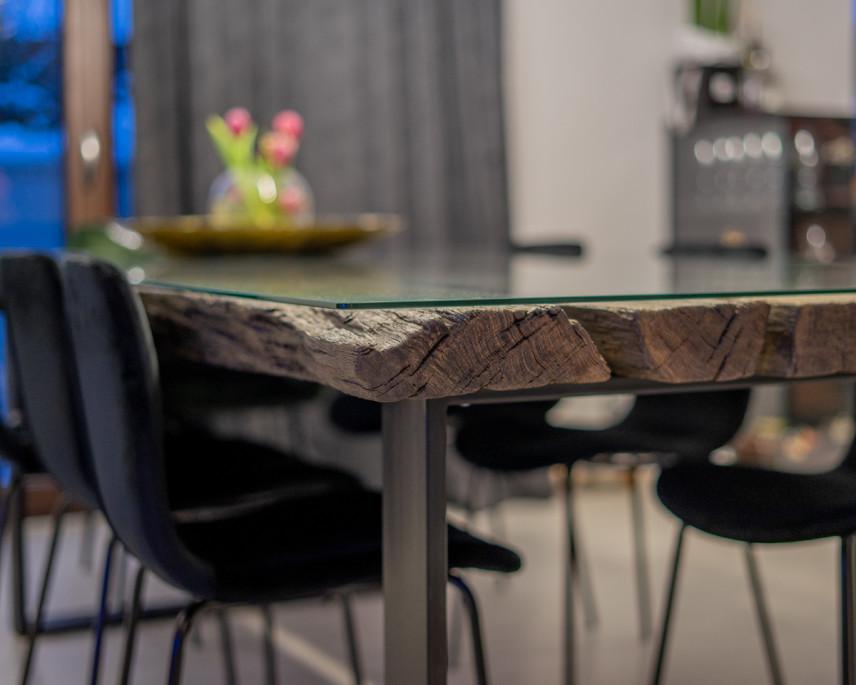 Loftowy stół z blatem z czarnego dębu