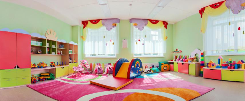 Duży kolorowy pokój zabaw