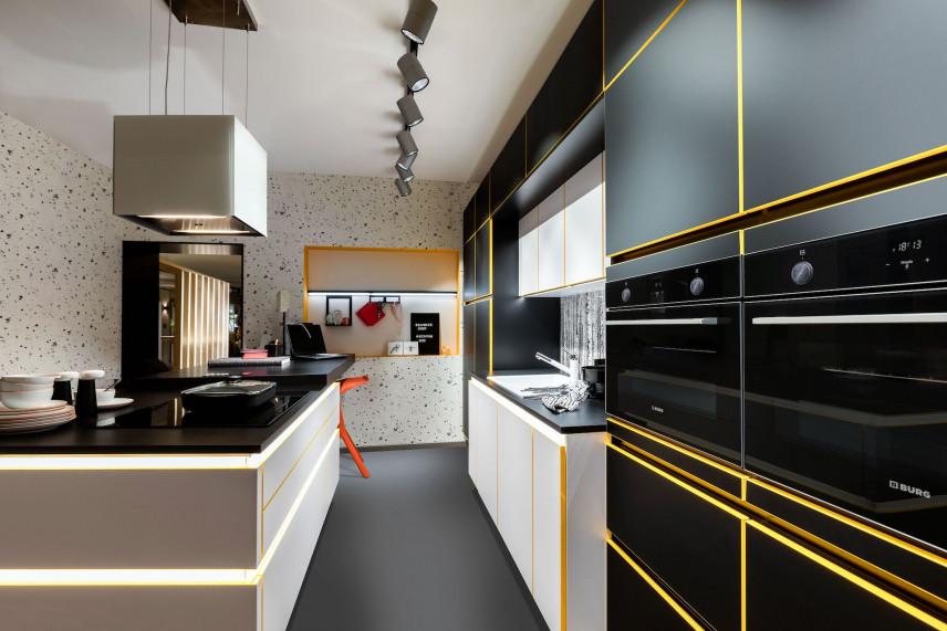 Szaro-żółta kuchnia z podświetlana wyspą
