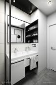 Czarno-biała łazienka w minimalistycznym stylu