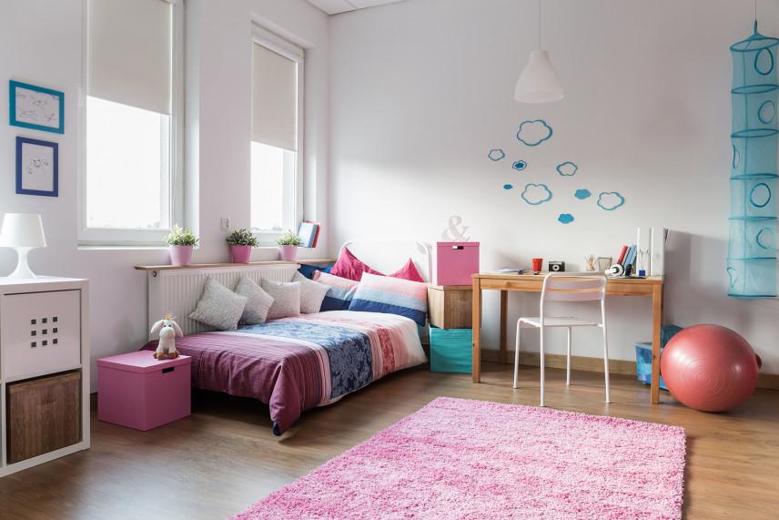 Pokój dla dziewczynki z dodatkami wrzosowo-niebieskimi