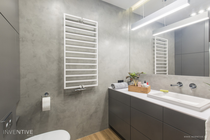 Łazienka z betonem dekoracyjnym