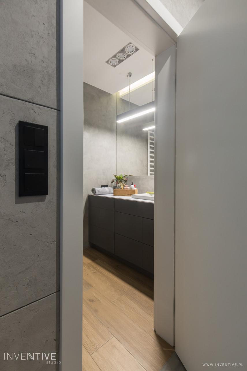 Projekt łazienki z jasną podłogą