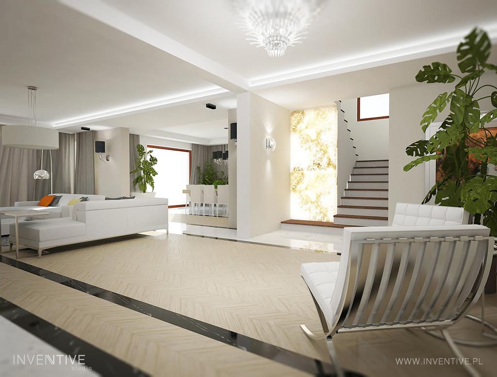 Jasny salon z żyrandolem w stylu Art Deco