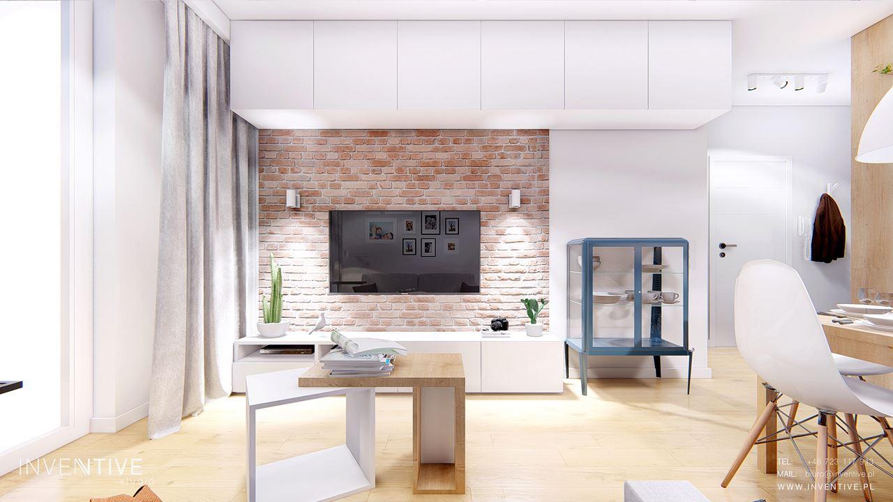 Salon z telewizorem na ścianie z  rustykalnej cegły