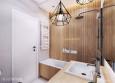Łazienka z geometrycznymi lampami
