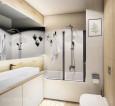Łazienka z dużym, prostokątnym lustrem