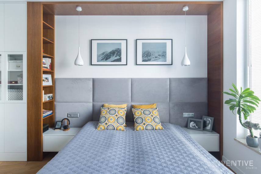 Aranżacja sypialni z łóżkiem kontynentalnym i wiszącymi lampami