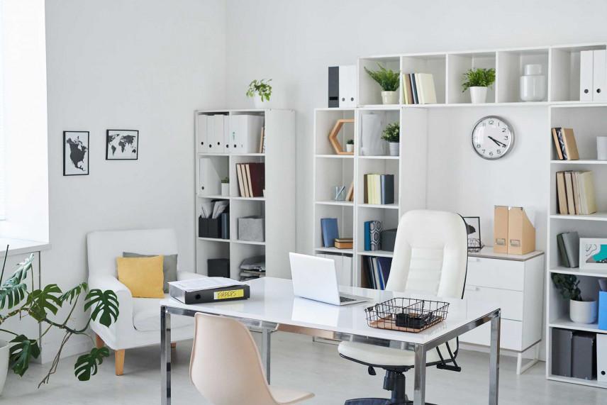 Nowoczesne, jasne biuro w domu