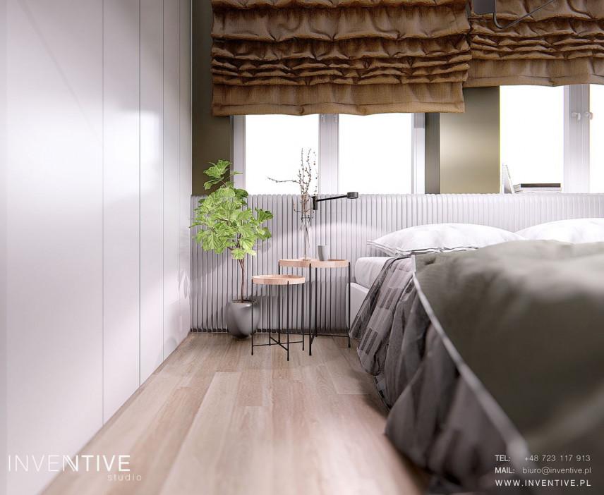 Sypialnia z ciężkimi pluszowymi roletami rzymskimi