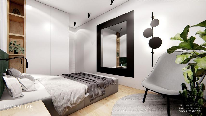 Sypialnia z dużym, kwadratowym lustrem