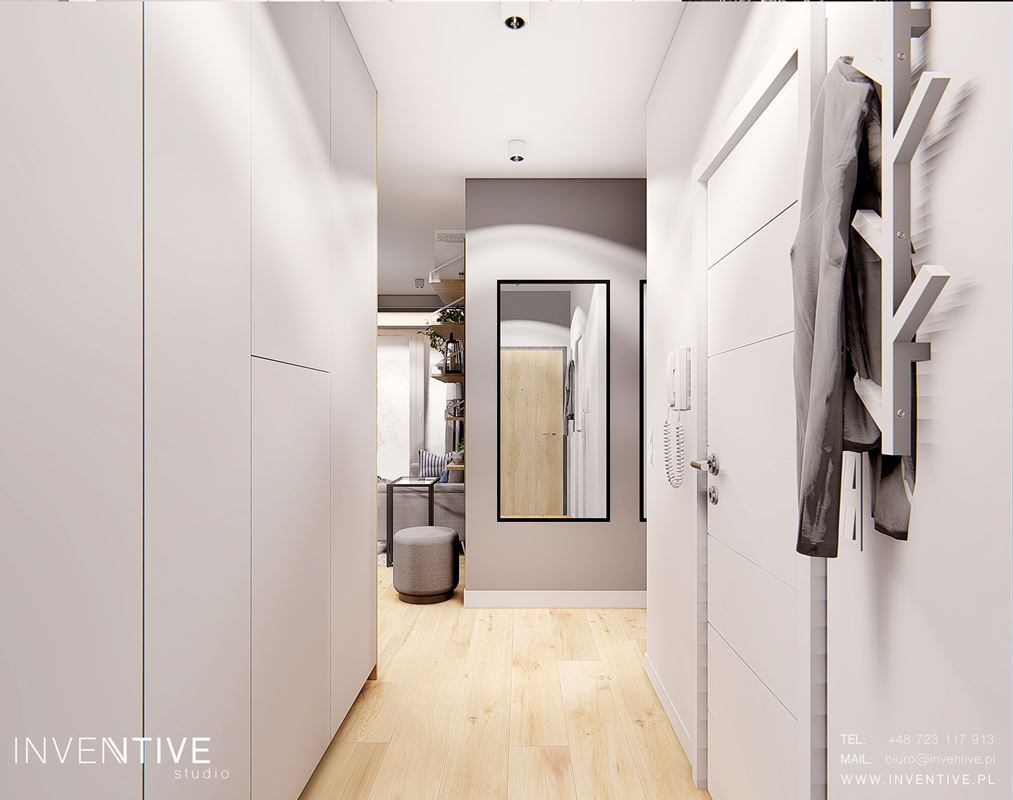 Szary korytarz z lustrem