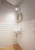 Mała łazienka w kolorze białym