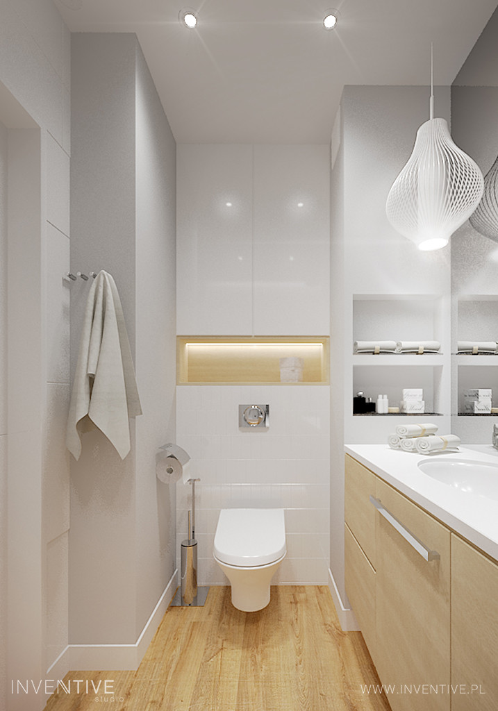 Biała łazienka ze stylową lampą