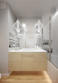 Biała łazienka z wiszącymi lampami