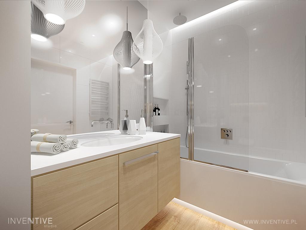 Biała łazienka z szafka w kolorze jasnego drewna