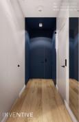 Projekt korytarza z granatowymi ścianami