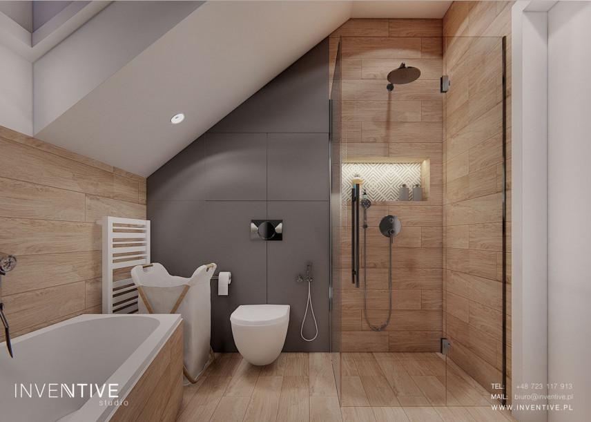 Łazienka na poddaszu z prysznicem i wanną