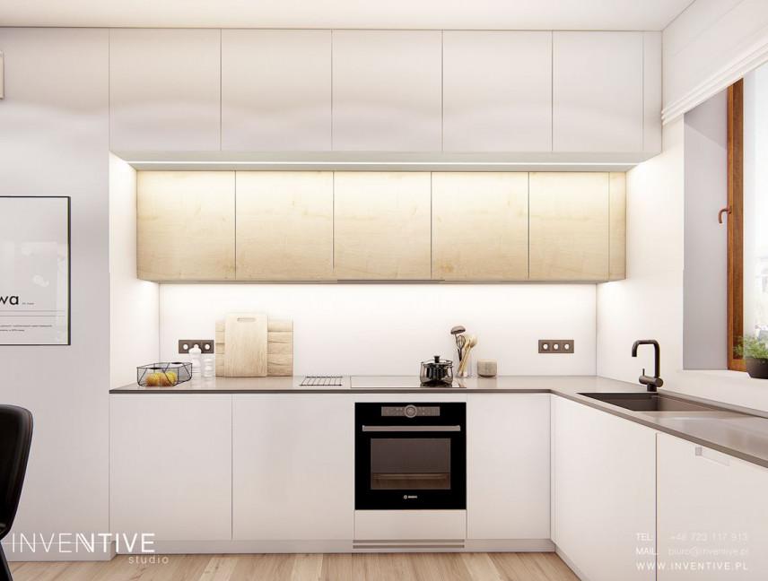 Projekt kuchni z białymi frontami meblowymi i laminowanym blatem
