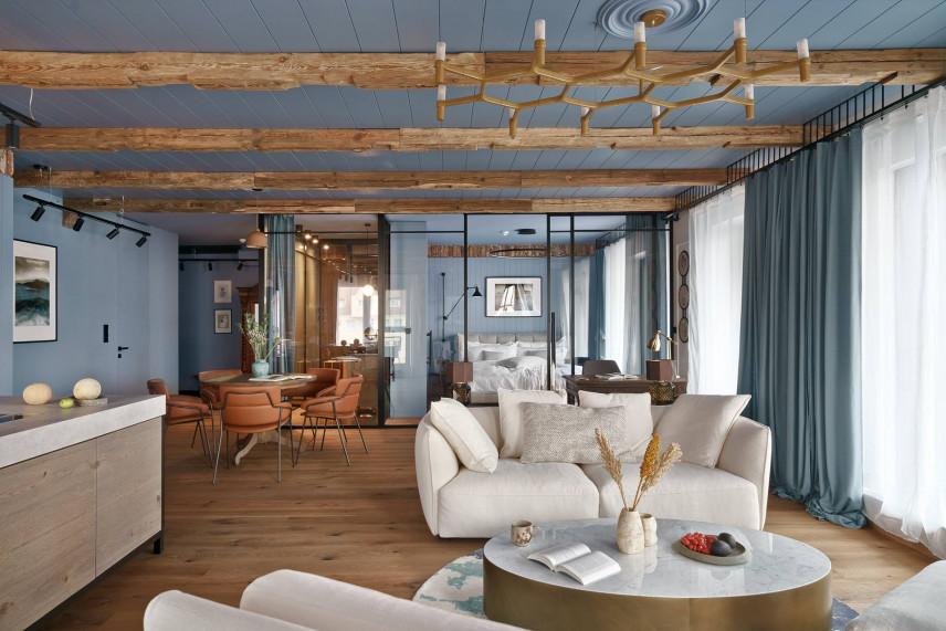 Salon w kolorze błękitnym z elementami drewna