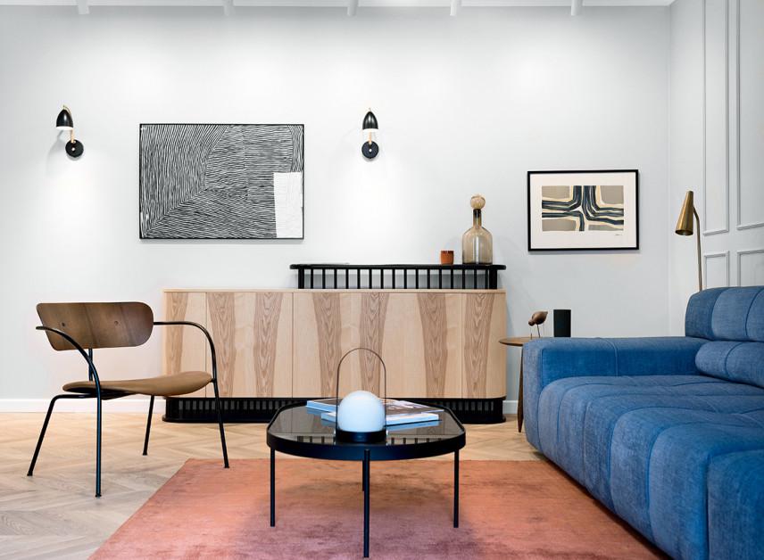 Salon ze stylową komodą z drewna