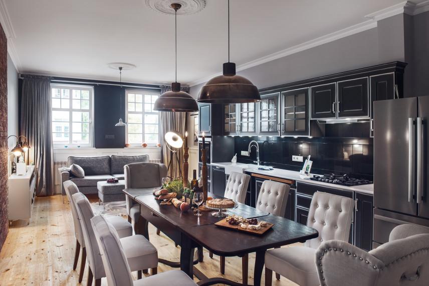 Jadalnia z otwartą kuchnią w stylu glamour