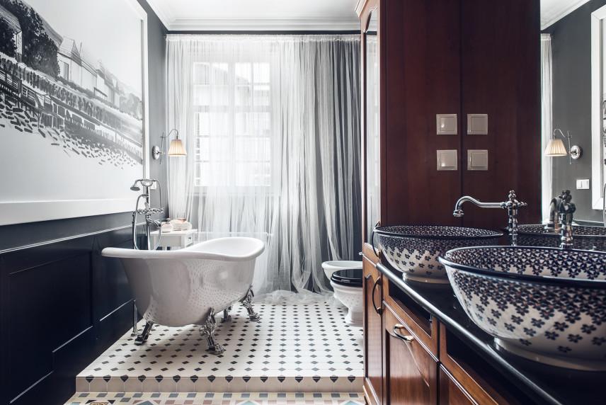 Stylowa łazienka z grafiką na ścianie
