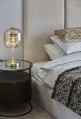 Stylowa lampka nocna w sypialni glamour