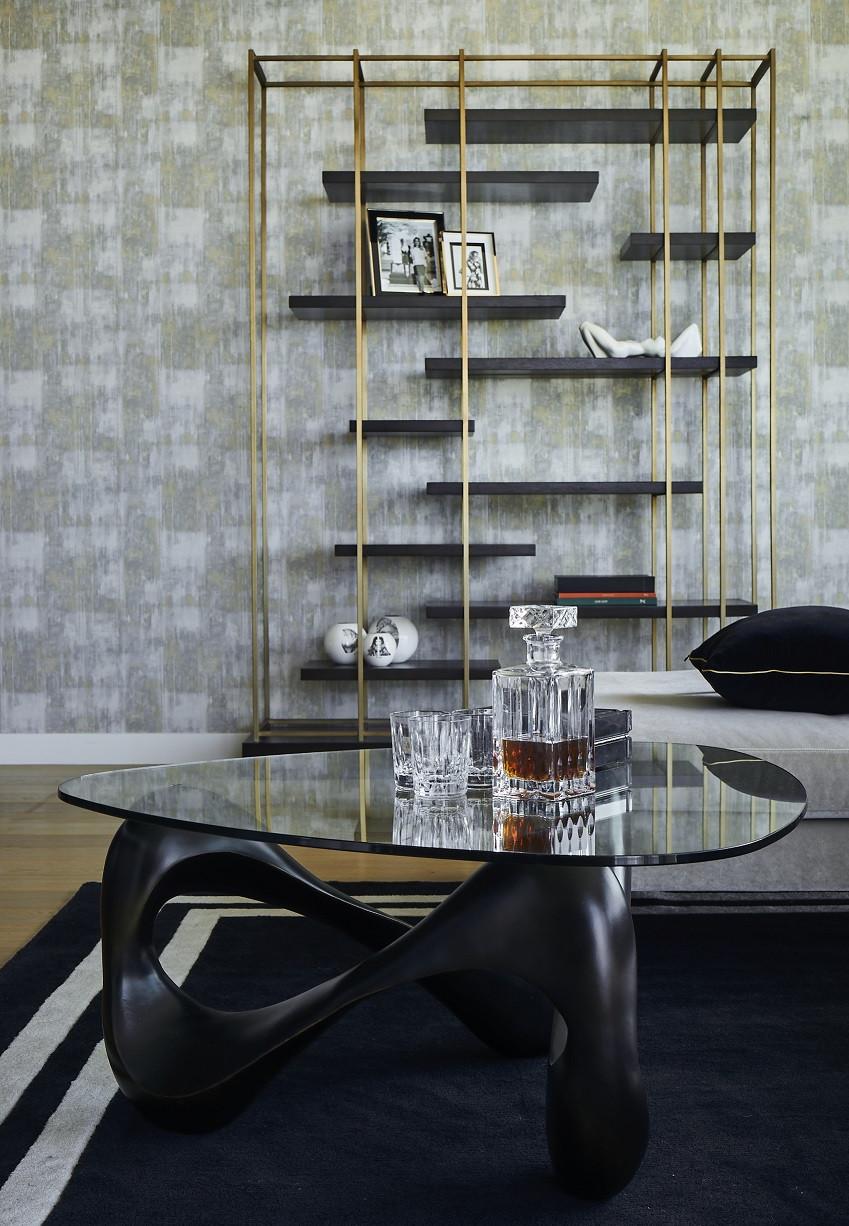 Aranżacja salonu z designerskim stolikiem kawowym