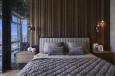 Aranżacja sypialni z drewnianą ścianą