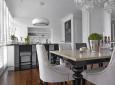Jadalnia z kuchnią w stylu glamour