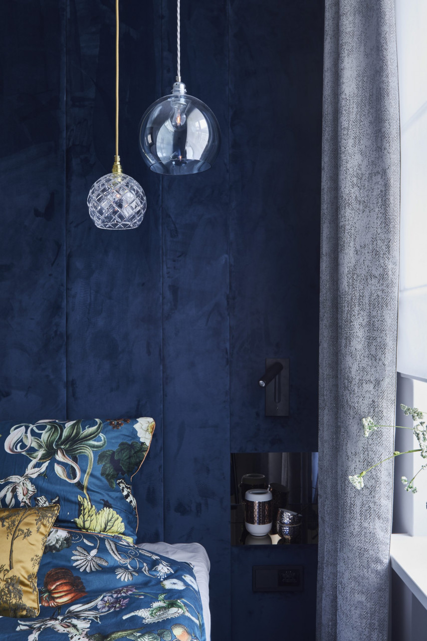 Stylowe lampy w eleganckiej sypialni