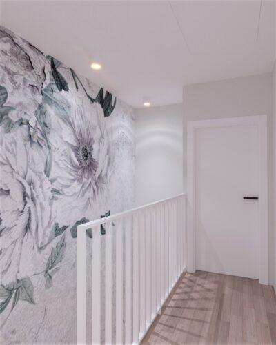 Korytarz ze ścianą z motywem floralnym