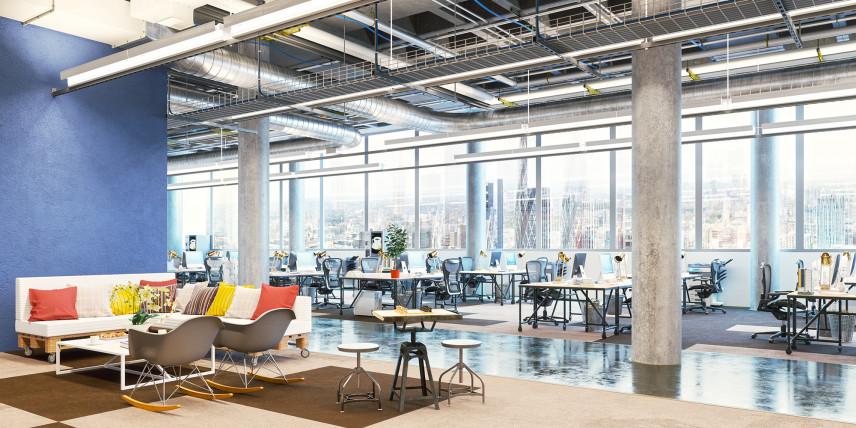 Industrialne biuro z niebieską ścianą