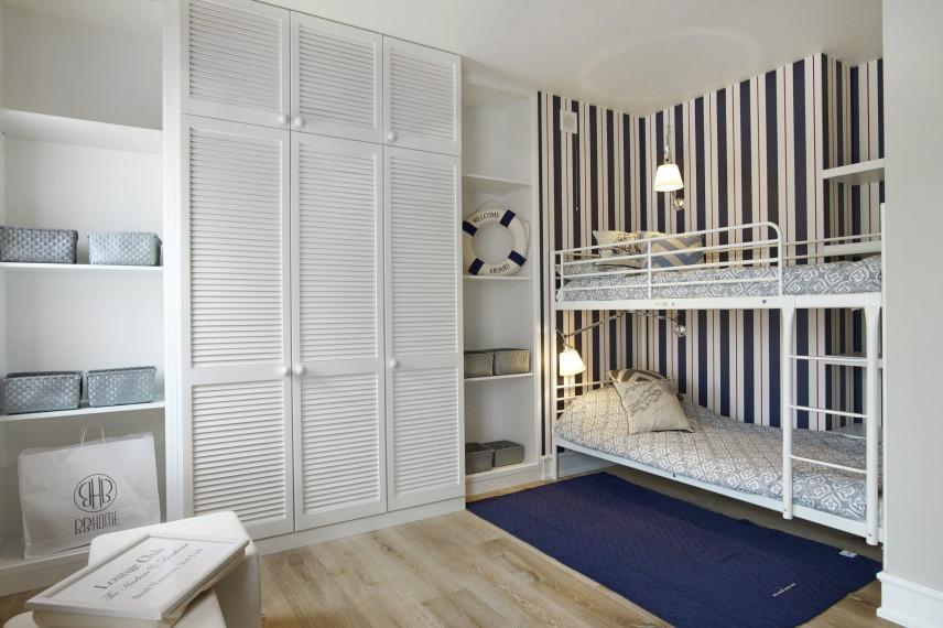 Pokój nastolatka z piętrowym łóżkiem