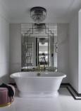 Stylowa łazienka z wolnostojącą wanną