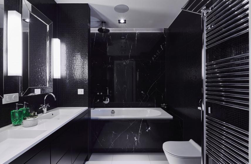 Aranżacja łazienki z czarnymi płytkami