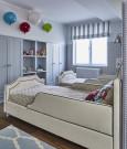 Pokój dziecięcy z tapicerowanymi łóżkami